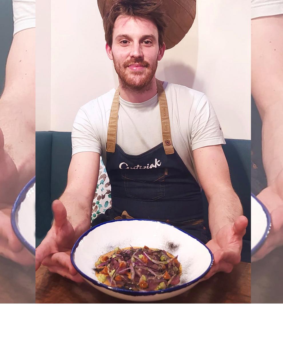 Tiradito ahumado de bonito, leche de tigre de tomate seco y rocoto, emulsión de tomate seco y aguacate by Gutiziak